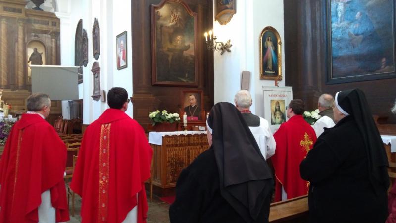 Modlitwy przed obrazem bł. ks. Antoniego Rewery